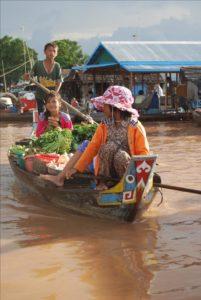 Cambodian cruises - Villages flottants sur le Tonle Sap - Marché flottant