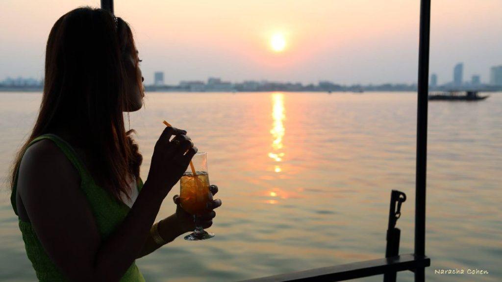 Mekong cruises on sunset