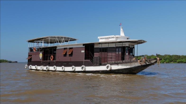 Sat Toung naviguant sur le Tonlé Sap