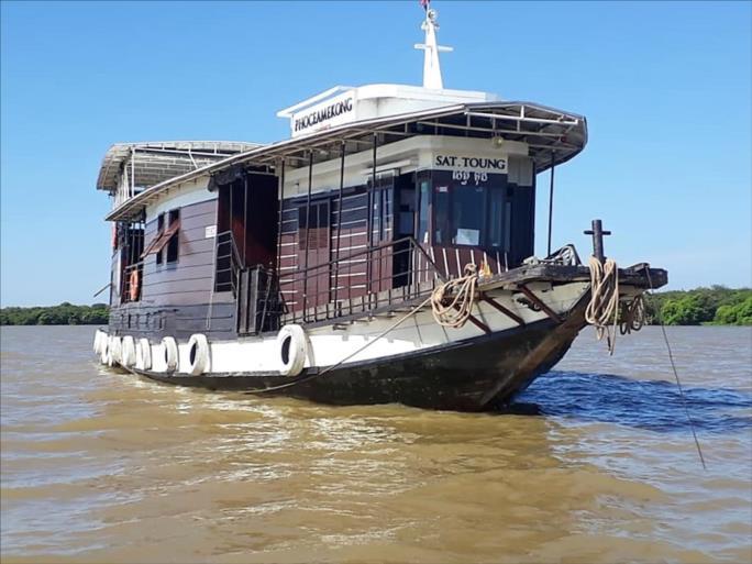 Sat Toung boat - Cambodian cruises