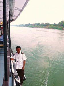 Sur le Tonlé Sap vers la cité d'Oudong