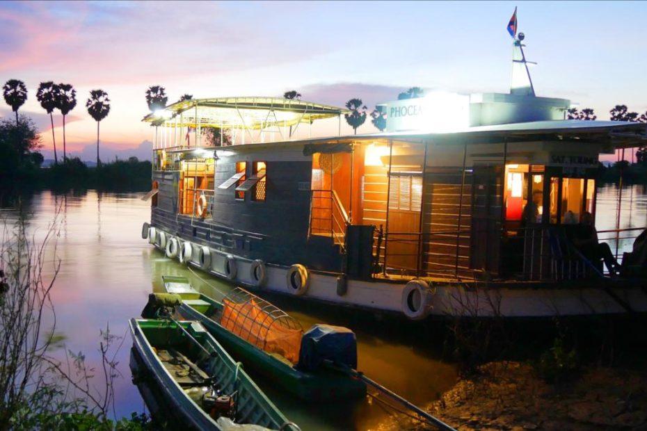 Sat Toung sunset mooring on the Tonle Sap river