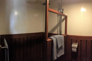 Bathroom of back cabin on Sat Toung